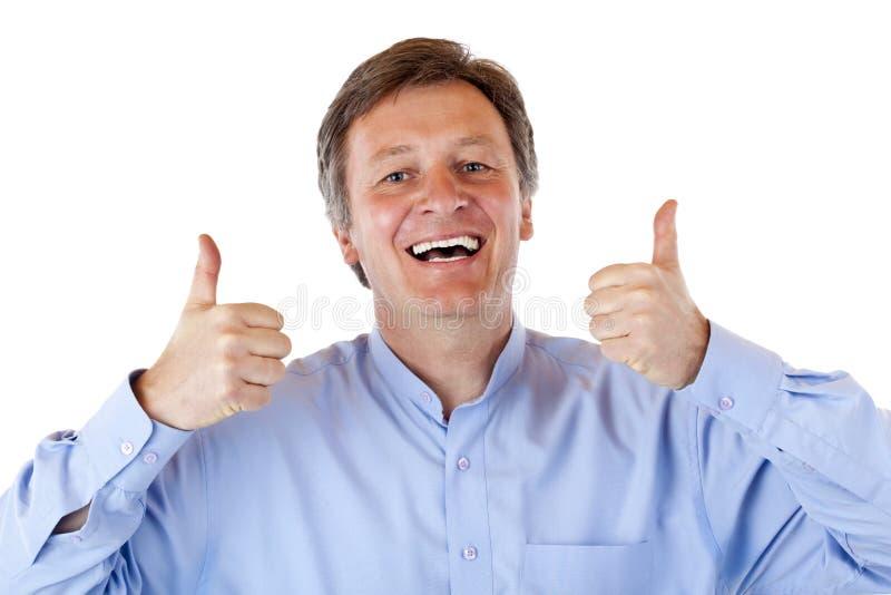 O homem sênior idoso feliz, sorrindo mostra ambos os polegares acima fotos de stock royalty free