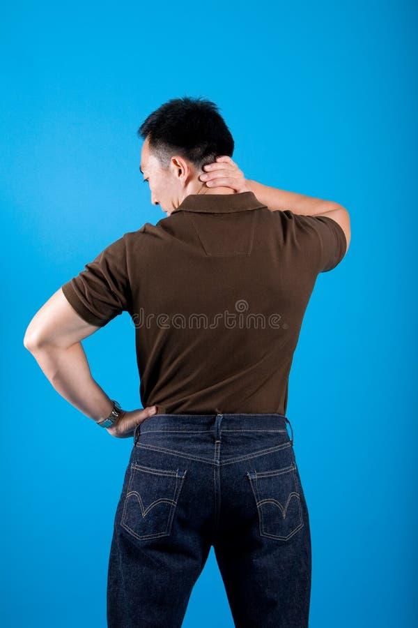 O homem sofre da dor de garganta foto de stock