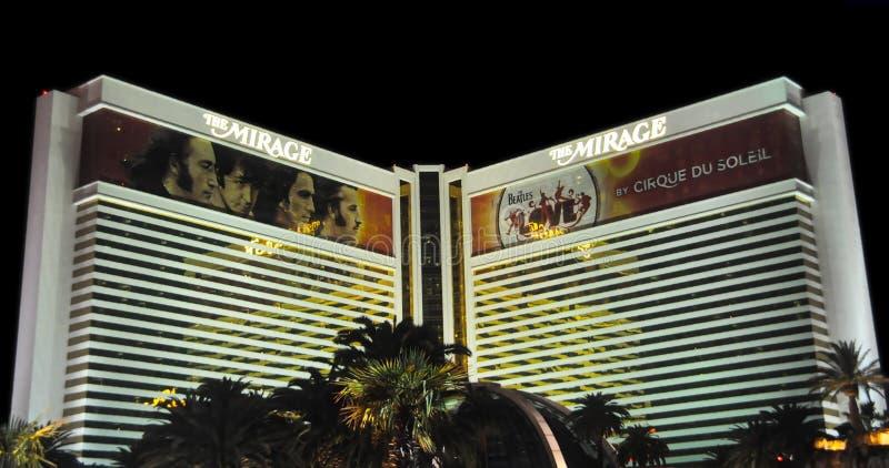 O hotel da miragem na noite foto de stock royalty free