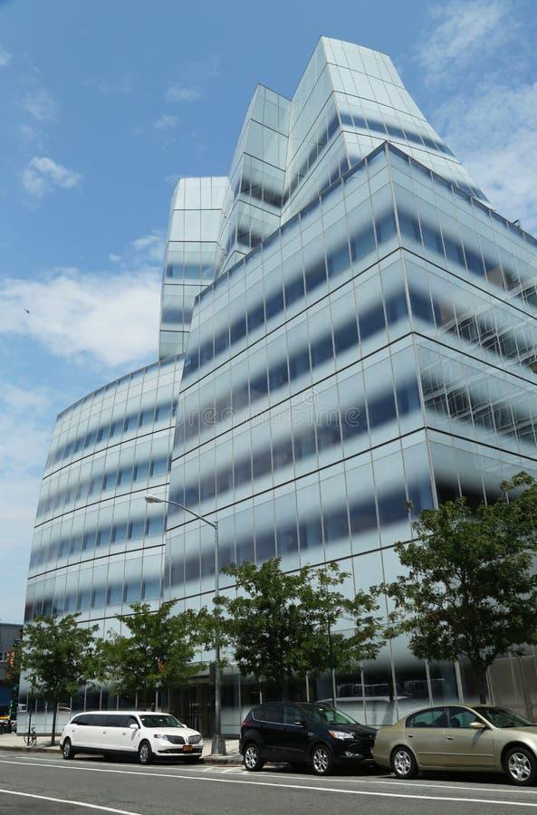 O IAC sedia a construção por Frank Gehry em Chelsey fotografia de stock royalty free