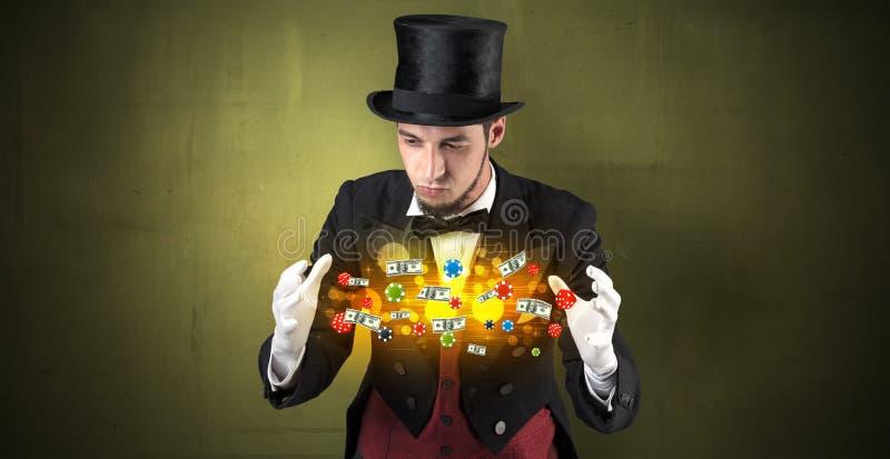 O ilusionista conjura com seu pessoal de jogo da mão fotografia de stock royalty free
