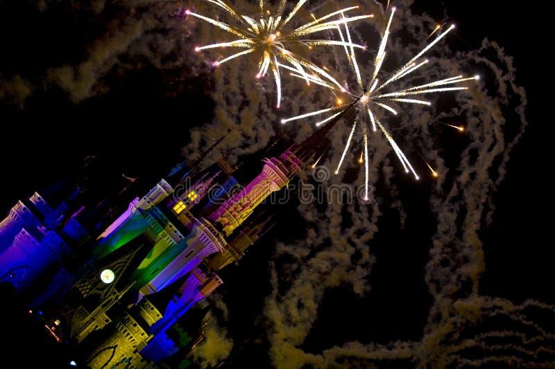 O incêndio trabalha sobre o castelo de Disney fotografia de stock