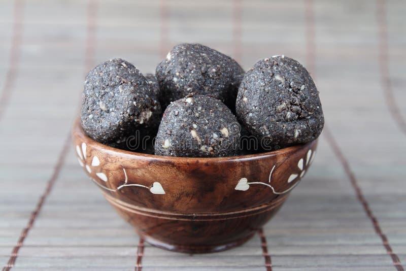 O indiano fez bolas das sementes de sésamo fotos de stock