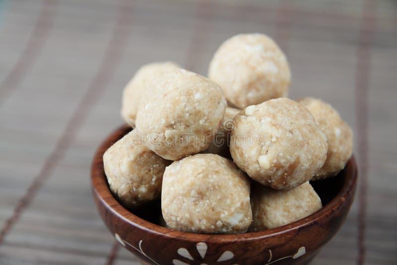 O indiano fez bolas dos amendoins imagem de stock royalty free