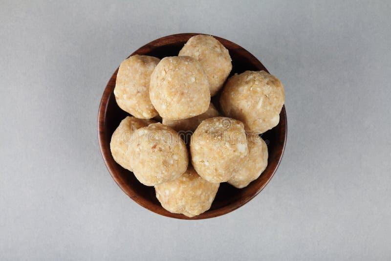 O indiano fez bolas dos amendoins fotografia de stock