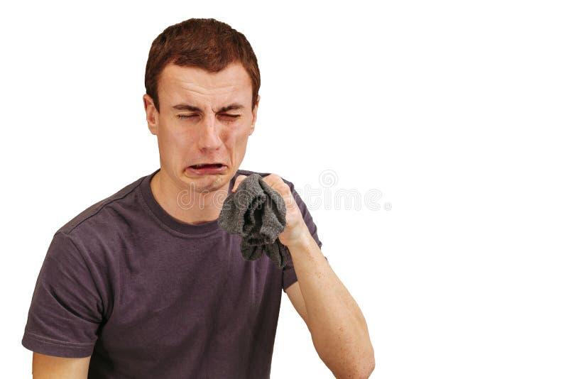O indivíduo com as peúgas sujas em suas mãos em um fundo branco imagens de stock