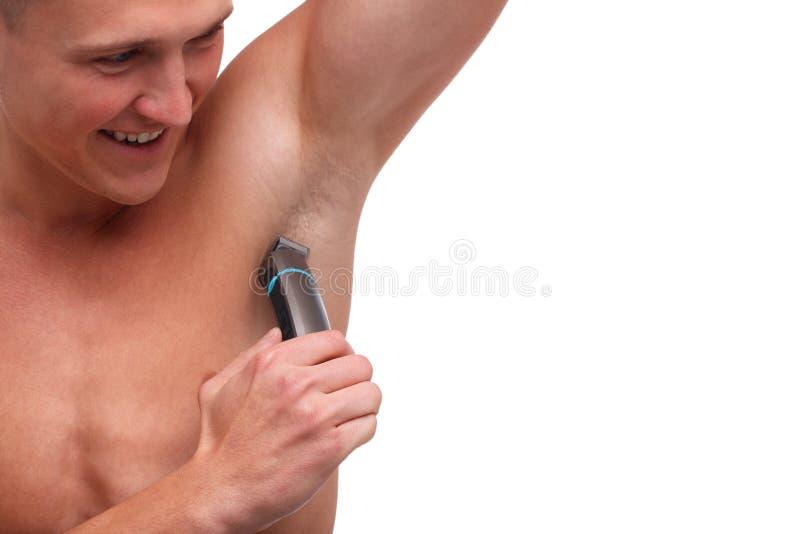 O indivíduo com a pele que barbeia underarm o close-up do ajustador no branco isolou o fundo imagens de stock royalty free