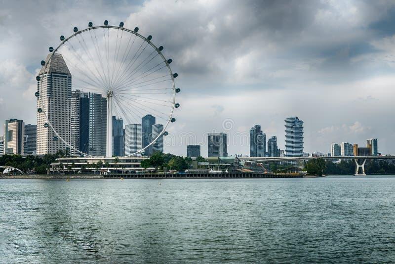 O inseto de Singapura os ferris gigantes roda dentro Singapura fotografia de stock royalty free