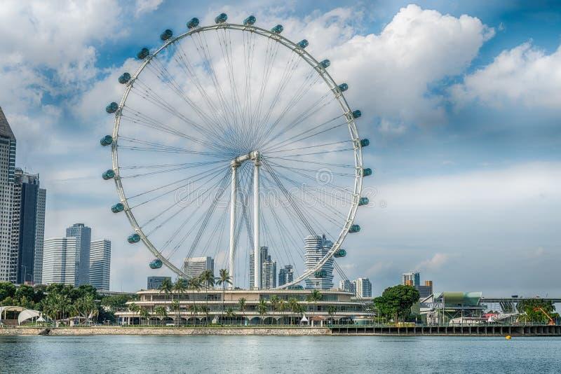 O inseto de Singapura os ferris gigantes roda dentro Singapura foto de stock royalty free