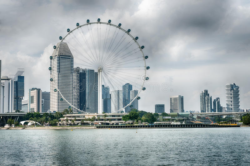 O inseto de Singapura os ferris gigantes roda dentro Singapura imagem de stock royalty free