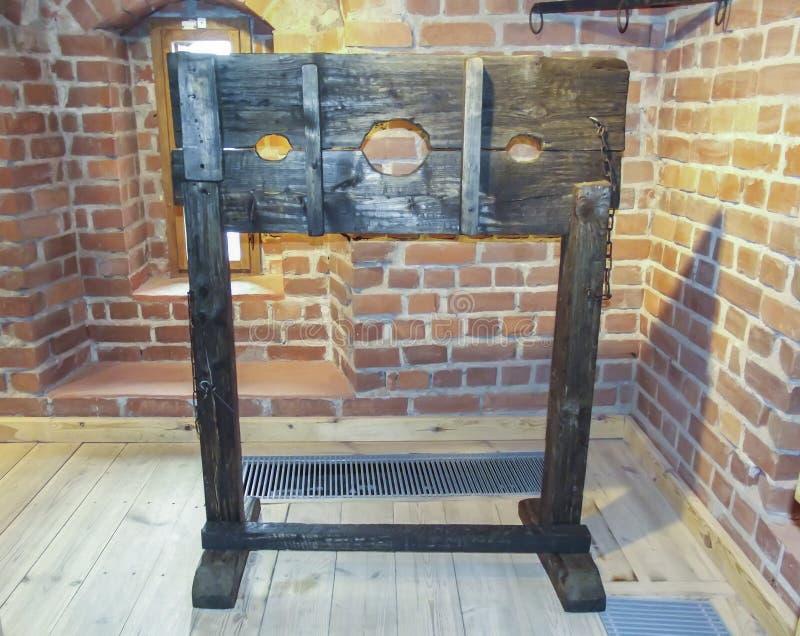 O instrumento de tortura para a punição na Idade Média imagens de stock royalty free