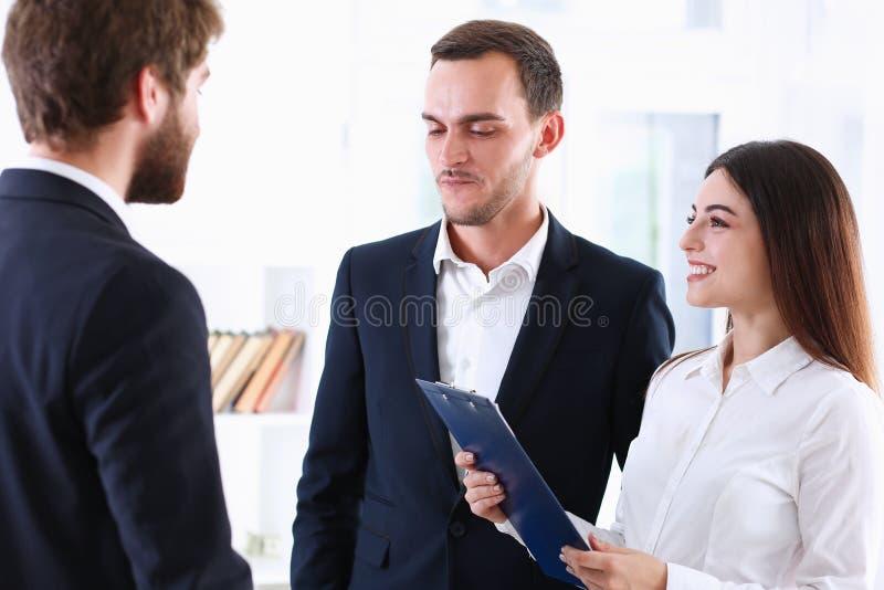 O intérprete do serviço de escolta funciona com imagem de stock royalty free