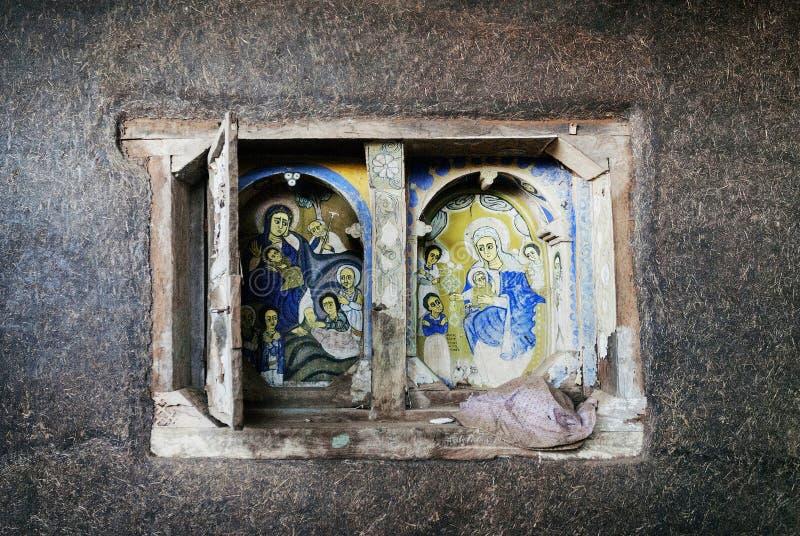 O interior antigo da igreja ortodoxa pintou paredes em Etiópia gondar imagens de stock royalty free