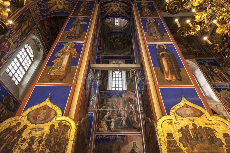 O interior da catedral da natividade da virgem kremlin Suzdal, região de Vladimir, imagens de stock