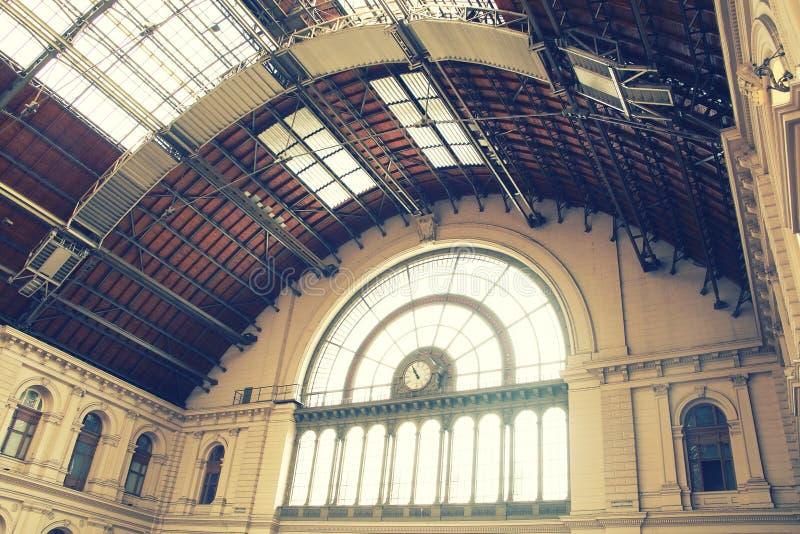 O interior da estação de trem de Budapest Keleti fotografia de stock royalty free