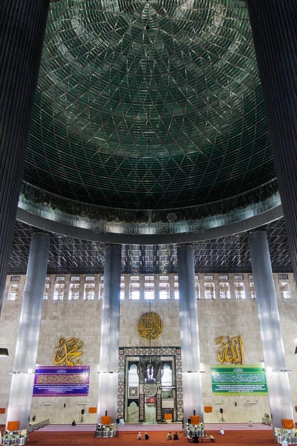O interior da Mesquita da Independência Istiqlal Masjid Jakarta, Indonésia fotos de stock royalty free