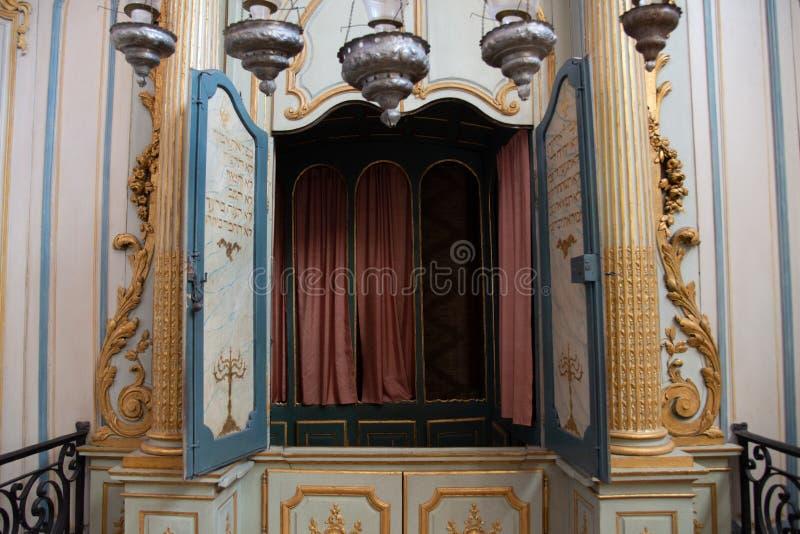 O interior da sinagoga a mais velha em Fran?a, em Cavaillon, agora um museu fotografia de stock