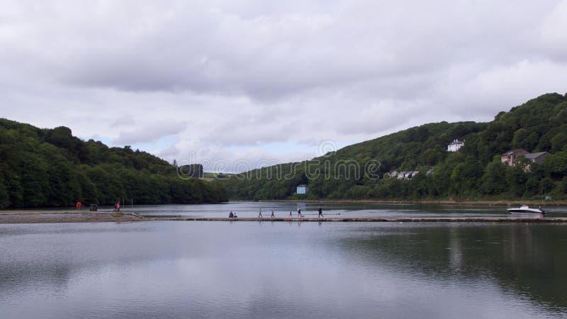 O interior da vista rio acima ao longo do rio do leste de Looe imagem de stock royalty free