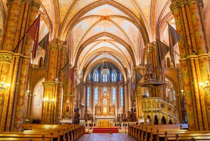 O interior de Matthias Church é uma igreja católica romana situada em Budapest fotografia de stock