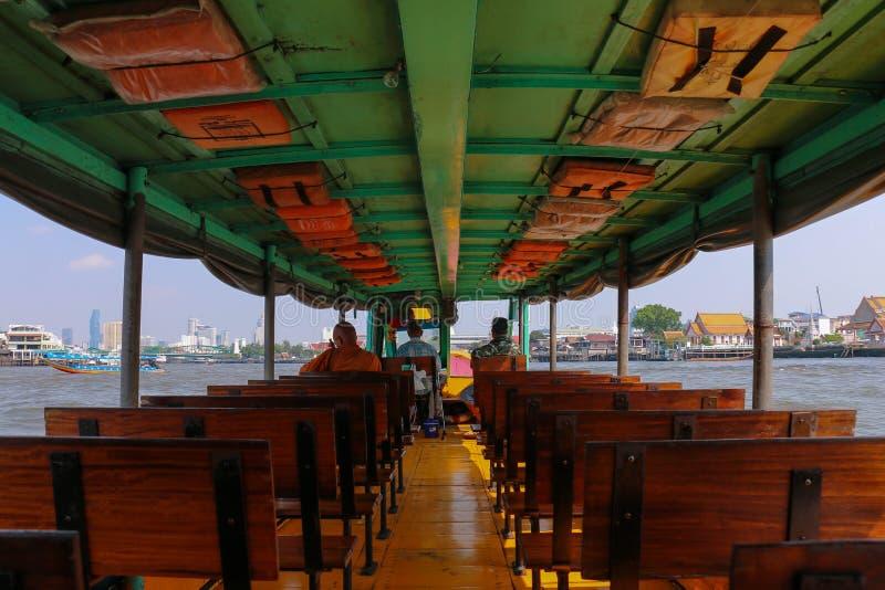 O interior do barco da velocidade de Chao Phraya, Banguecoque, Tailândia fotografia de stock