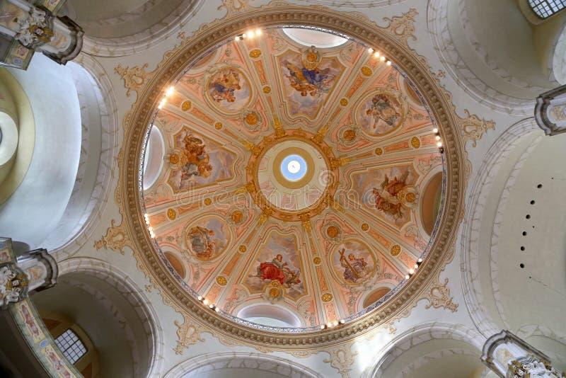 O interior do Dresden Frauenkirche (literalmente igreja de nossa senhora) é uma igreja luterana em Dresden foto de stock