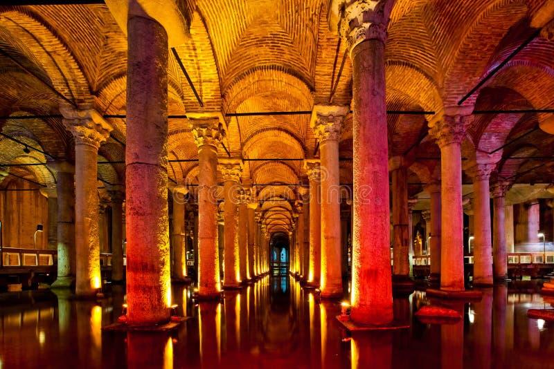 O interior do reservatório da basílica em Istambul foto de stock