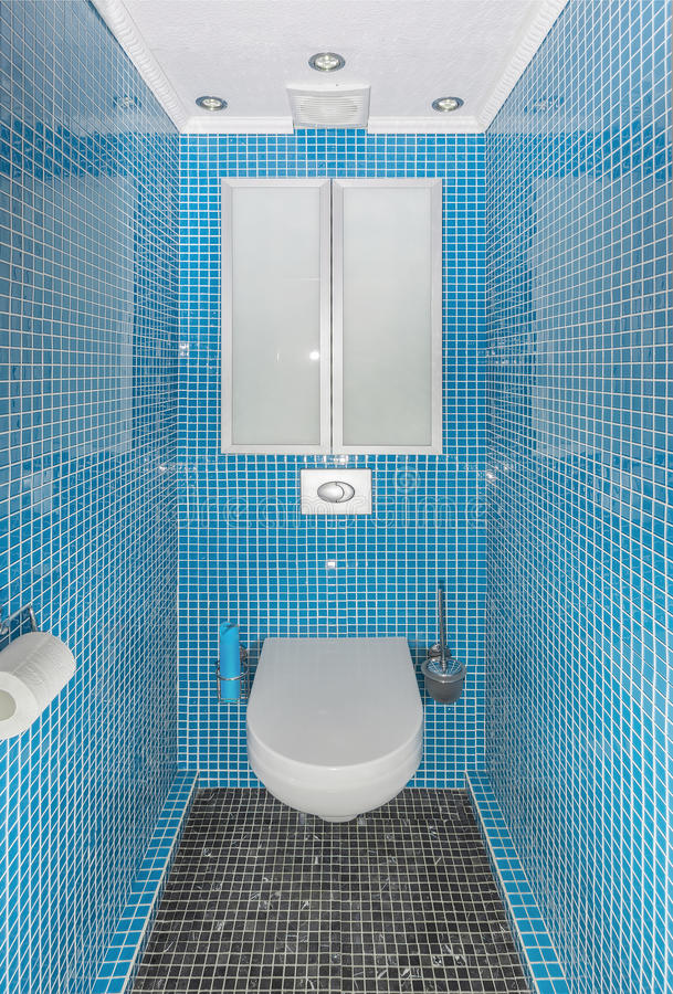 O interior do toalete pequeno fotos de stock royalty free