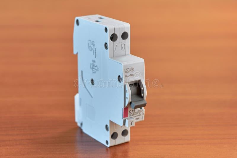 O interruptor é bipolar diferencial, que ocupa um módulo fotografia de stock