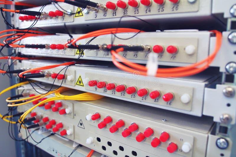 O interruptor ótico da fibra com FC conectado cabografa na sala do servidor fotografia de stock royalty free