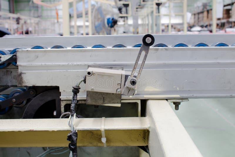 O interruptor de limite velho em sistemas pneumáticos Poder e hidráulica foto de stock royalty free
