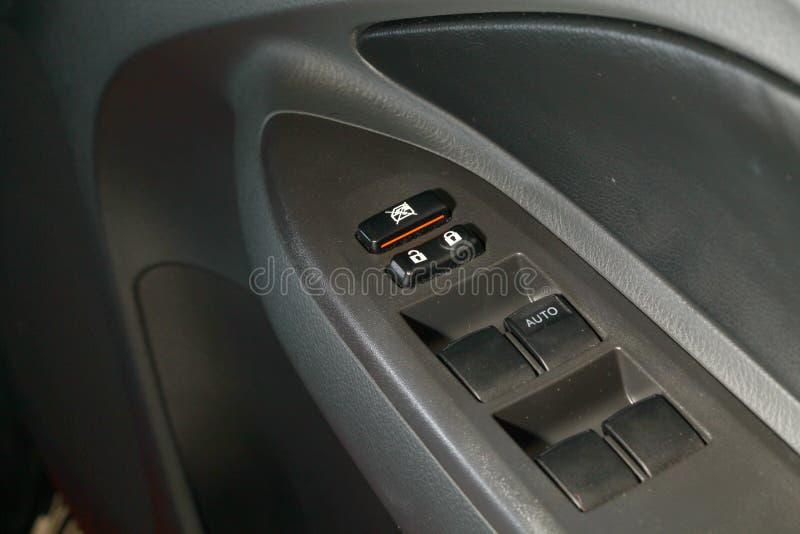 O interruptor do botão da janela de carro do poder foto de stock royalty free