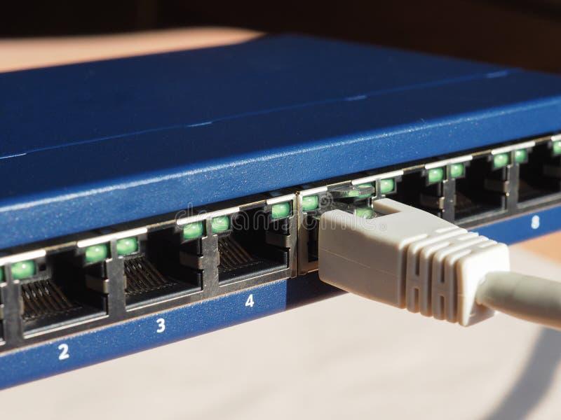 O interruptor do roteador do modem com ethernet RJ45 obstrui portos imagem de stock