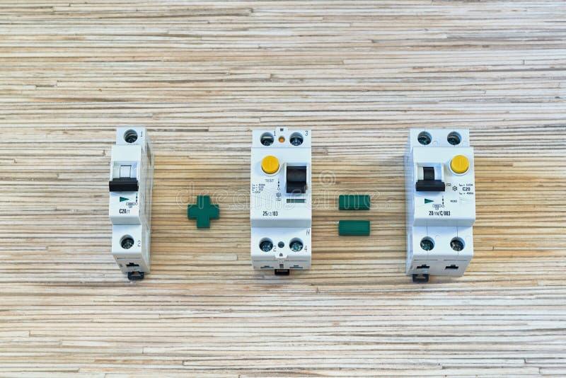 O interruptor mais um dispositivo atual residual é igual ao interruptor diferencial fotografia de stock