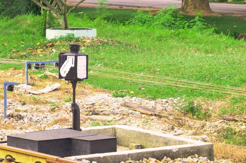 O interruptor operado velho da estrada de ferro e sinaliza o trem railway do tráfego foto de stock royalty free
