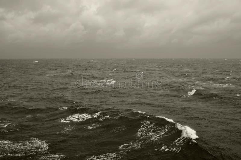 O inverno acena o mar profundo fotografia de stock