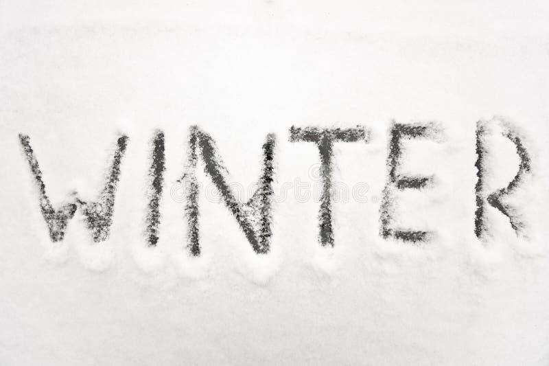 O inverno assina dentro a neve foto de stock