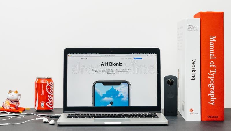 O iPhone o mais atrasado X 10 com a microplaqueta a11 biônico fotografia de stock