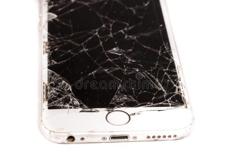 O iPhone quebrado 6S tornou-se pela empresa Apple Inc foto de stock royalty free