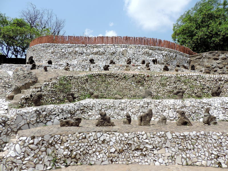 O jardim de rocha de Chandigarh, Índia imagens de stock royalty free