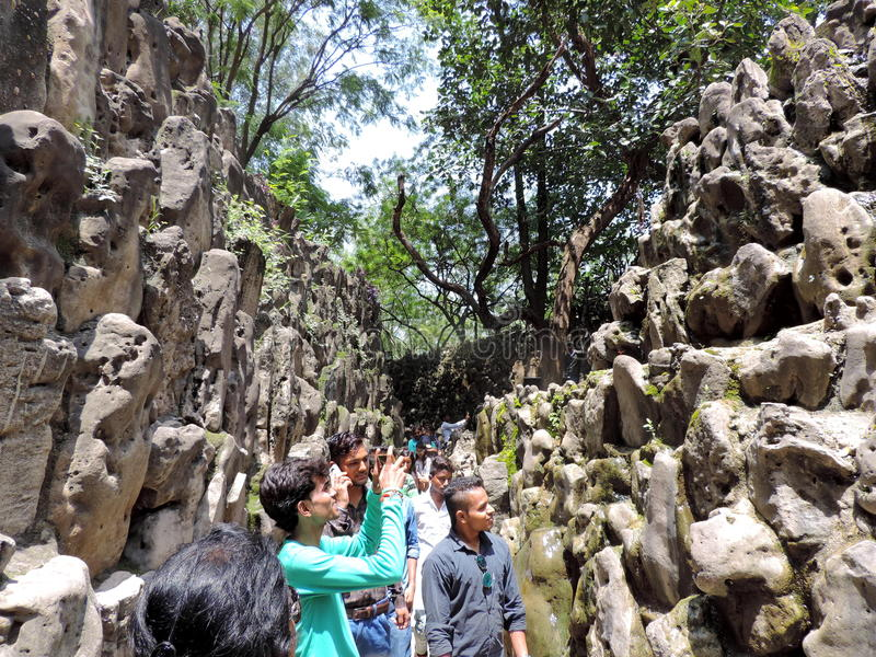 O jardim de rocha de Chandigarh, Índia imagens de stock