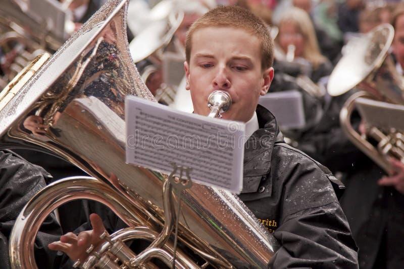 O jogador da tuba imagens de stock royalty free