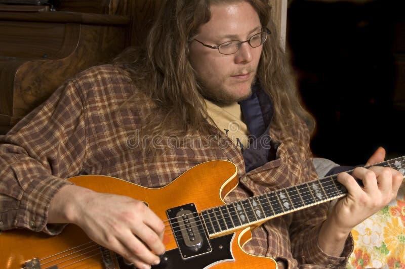 O jogador de guitarra fotografia de stock