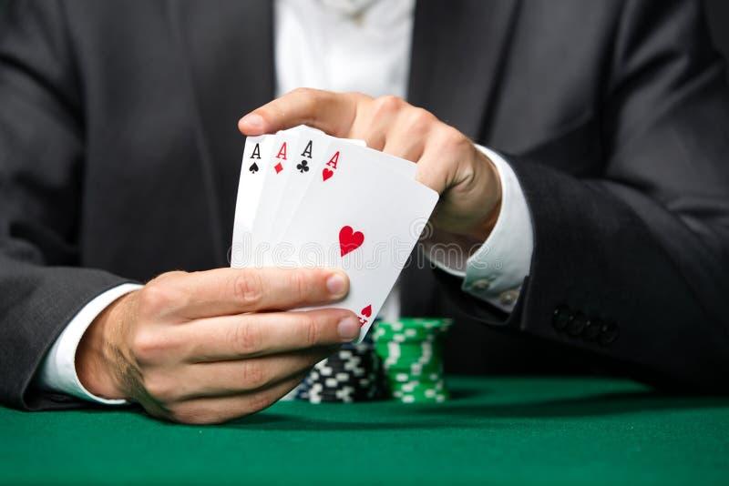 O jogador de póquer mostra a cartões do póquer 4 ás fotos de stock royalty free