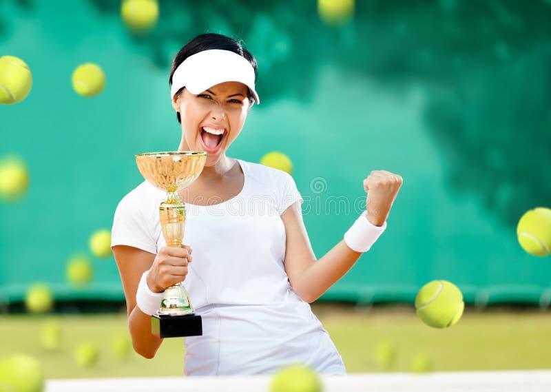 O jogador de tênis da menina ganhou a competição imagens de stock royalty free