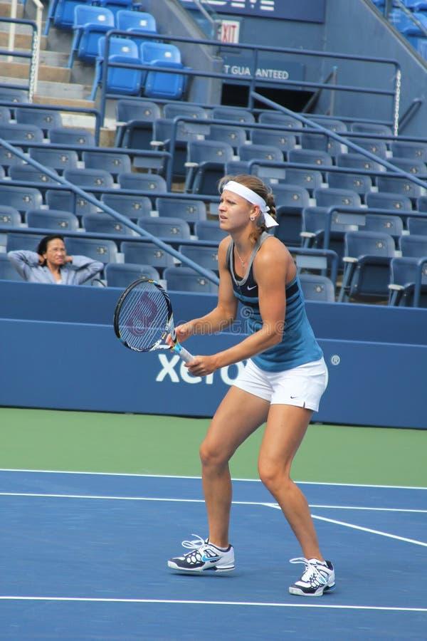O jogador de tênis profissional Lucie Safarova pratica para o US Open em Billie Jean King National Tennis Center foto de stock royalty free