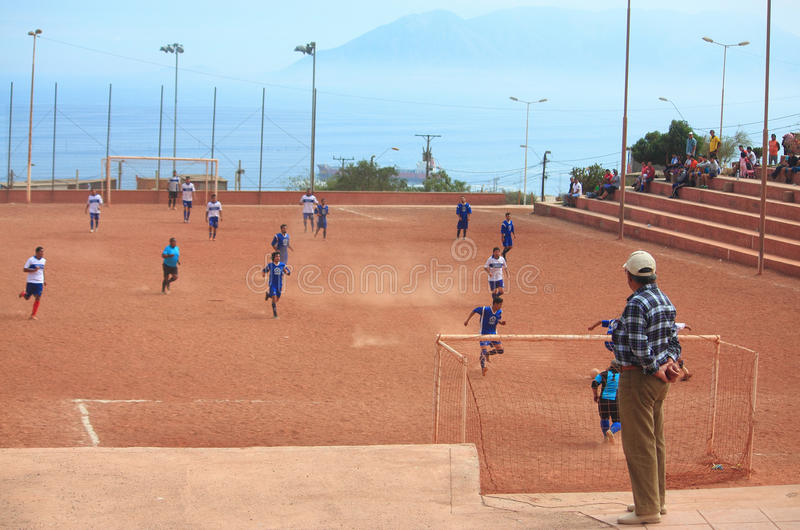 O jogo de equipes amadoras em Antofagasta, o Chile fotos de stock royalty free