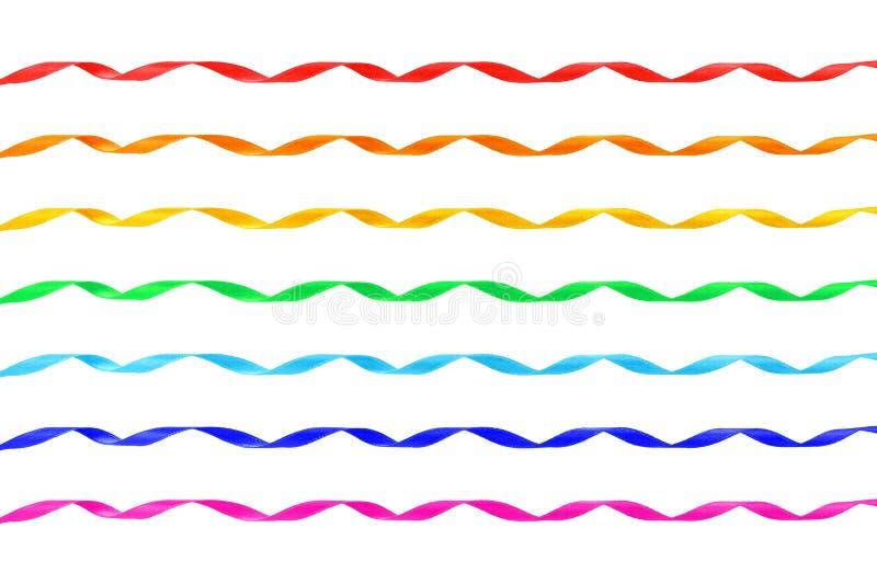 O jogo de sete ondulou fitas diferentes do cetim da cor imagem de stock