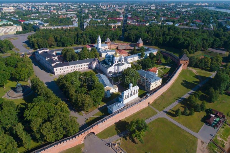 O Kremlin de Veliky Novgorod, fotografia aérea da tarde ensolarada de julho Rússia fotografia de stock royalty free