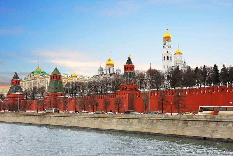 O Kremlin, Moscovo Palácio grande de Kremlin Ivan a grande torre de Bell fotografia de stock