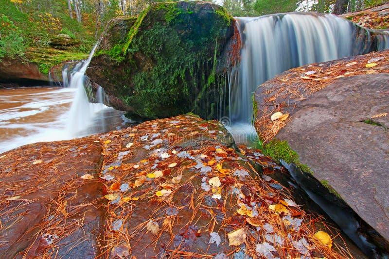 O Kun De Kun Falls Northwood Michigan imagenes de archivo